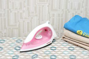 kiểm tra kích thước và chất liệu mặt bàn ủi