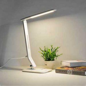 chọn đèn bàn theo thiết kế thân và chụp đèn