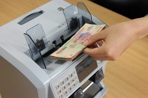chọn loại máy đếm tiền phù hợp