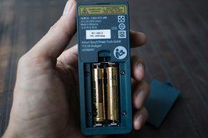 kiểm tra nguồn điện sử dụng trên máy đo khoảng cách