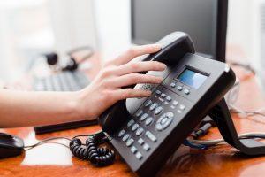chọn loại điện thoại bàn có dây hay không dây?