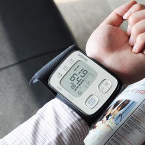 Kiểm tra thời gian bảo hành khi mua máy đo huyết ap omron